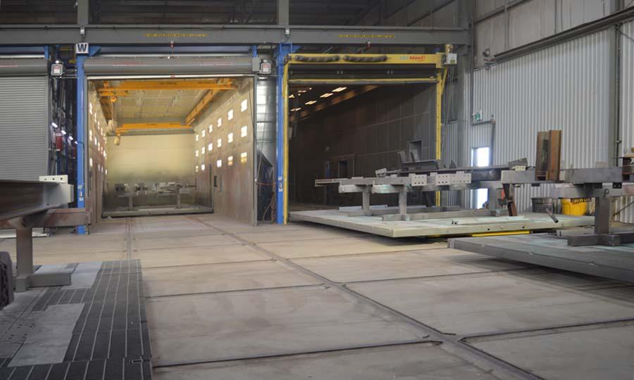 Sandblast Booth with Movable Floor on Rail