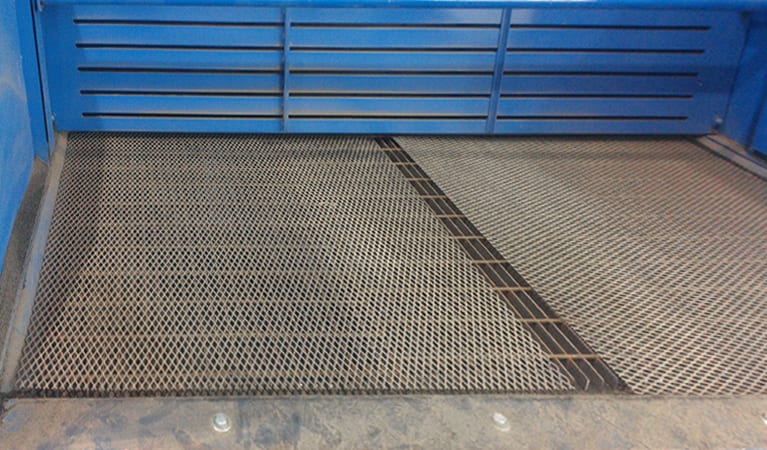 Discharged Hopper With Mesh Screen