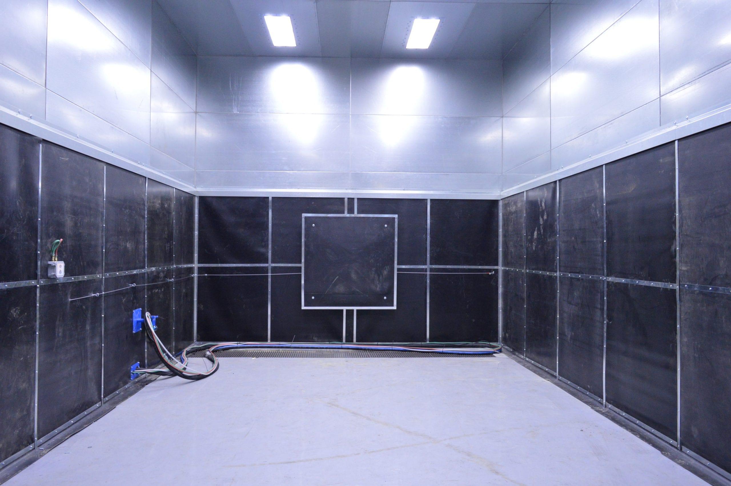 Sandblast Room with Rubber Lining Inside Wall Panels